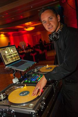 DJ GROOVETECH – Dave Leden | www.djgroovetech.com